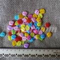 """Разноцветная пластиковая пуговица """"Яблочко"""", 10 мм (набор 15 шт)"""