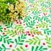 Красные ягоды клюквы и зеленые листья ткань для пэчворка Рождественской тематики