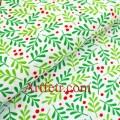Белая ткань красные ягоды и зеленые листья клюквы Рождество