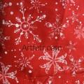 Красная ткань белые ажурные снежинки