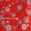 Ткань серебряные снежинки на красном фоне