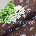 Ткань звезды снежинки на шоколадном фоне