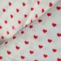 Белая ткань красные сердечки