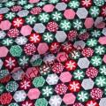 Черная ткань снежинки в шестиугольнике