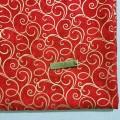 Хлопковая ткань золотые завитки на красном
