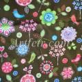 Яркие цветы на темно-коричневом